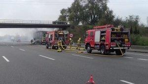 Imatge del camió incendiat a l'AP-7