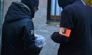 Dos agents dels Mossos d'Esquadra investigant, en una imatge d'arxiu.
