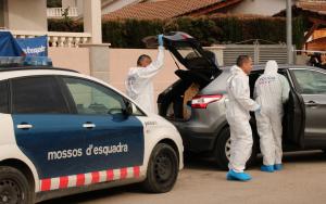 Imatge d'agents dels Mossos d'Esquadra investigant un dels 40 crims d'aquest 2018 a Catalunya.