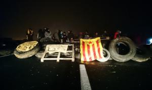 Imatge d'un dels talls de carretera dels CDRs a Catalunya el dia 21 de desembre. No el tall de Borges Blanques.