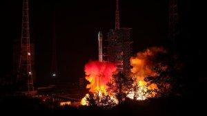 Llançament de la sonda espacial Chang'e-4 amb l'objectiu de trepitjar per primera vegada la cara fosca de la Lluna