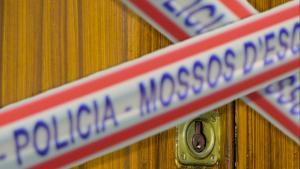 Un grup de veïns ha entrat a la casa del presumpte homicida de Baró de Viver