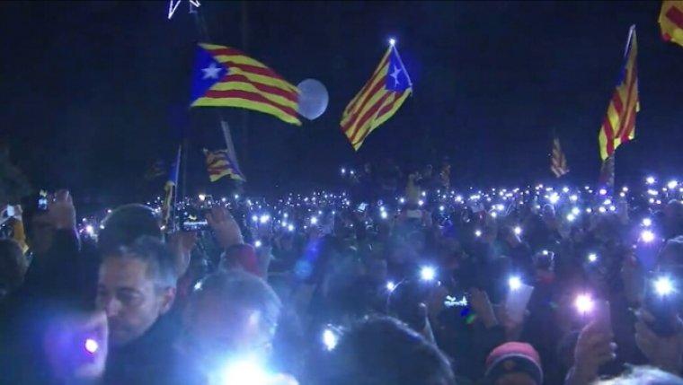 Centenars de persones es concentren a Lledoners en solidaritat amb els polítics presos