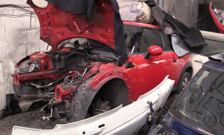 Imatge d'un dels cotxes sostrets i que tenien en una nau de Begues amagat.