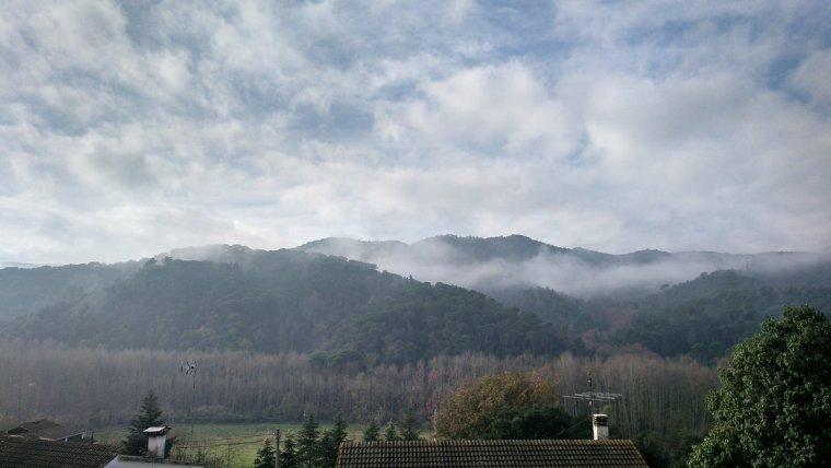Nuvolades baixes i boirines a Vallgorguina, el divendres passat