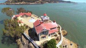 El far està situar a una illa propera a la badia de San Rafael, a prop de Richmond, Califòrnia