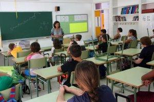 Imatge d'una professora donant classes