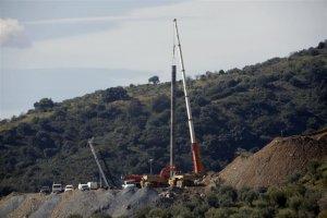 Els miners han d'exacavar manualment 3,8 metres per arribar al tap del pou sota el que estaria Julen