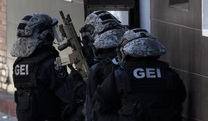 Imatge d'arxiu d'agents del GEI dels Mossos, els que han assaltat la casa de l'home investigat.