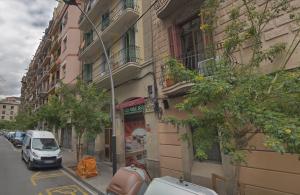 Imatge del carrer del barri de Sants on l'home ara jutjat va intentar matar la noia de 14 anys.