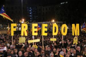 Milers de persones han omplert Plaça Catalunya en contra del procés judicil de l'1-O