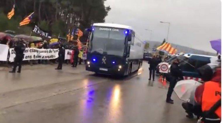 Els presos sobiranistes han abandonat Brians 2 amb l'autobús de la Guàrdia Civil