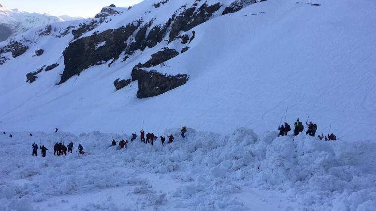 Imatge de les tasques de rescat en l'allau de Suïssa