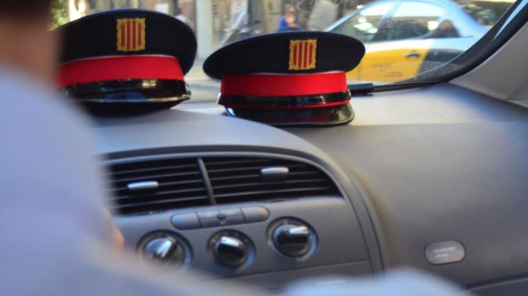 Un vehicle es va saltar un control policial i va iniciar una persecució que es va allargar durant 21 kilòmetres
