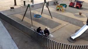 Denuncien la presència de toxicòmans en un parc infantil del Raval