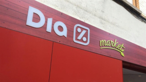Imatge de l'entrada d'un Supermercat DIA 'market'