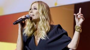Marta Sánchez cantant la seva versió de l'himne d'Espanya