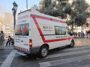 Una de les ambulàncies de Creu Roja que ha traslladat als ferits a l'Hospital General de Castelló