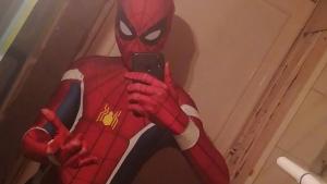 El noi disfressat d'Spiderman que lluita contra la delinqüència a Barcelona