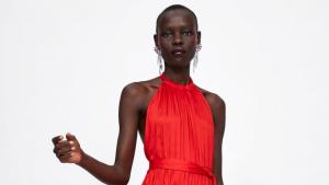 El vestit vermell de Zara perfecte per a casaments i esdeveniments