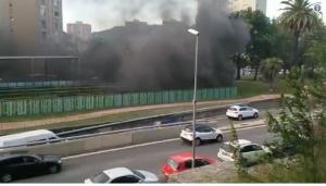 Imatge de l'incendi a la Ronda de Dalt