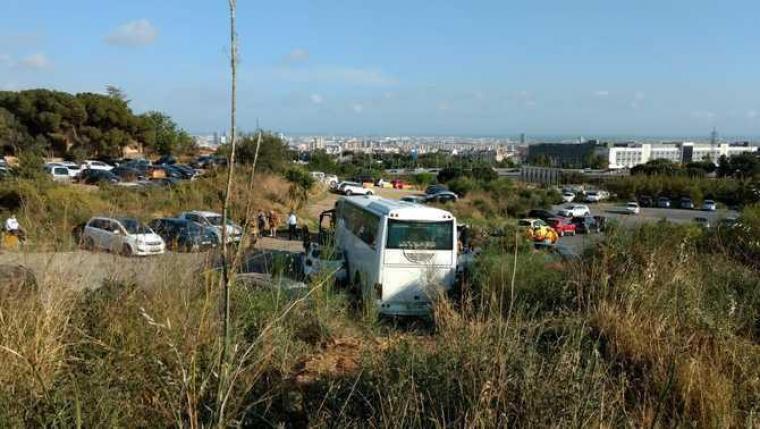 Imatge de l'autobús accidentat d'Esplugues de Llobregat