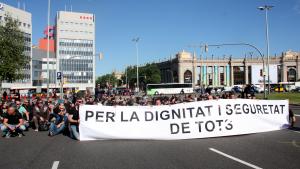 Una quarantena de Mossos d'Esquadra es tanquen a l'Eixample a tall de protesta