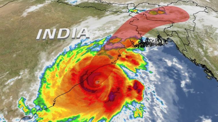 El cicló Fani, de categoria 4, es dirigeix resseguint la costa cap al nord-est del país