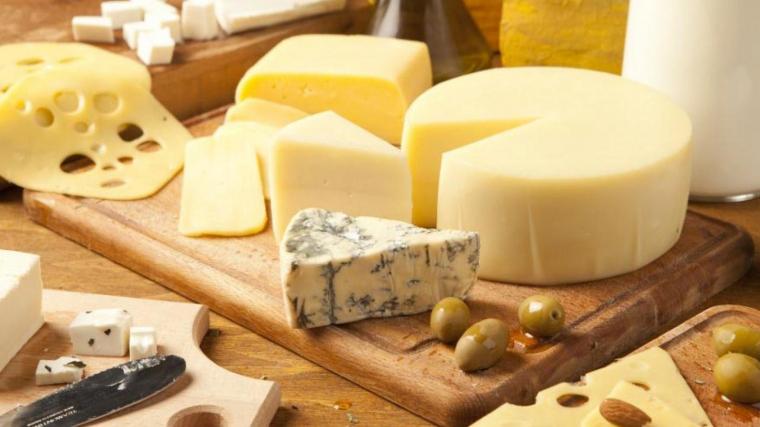 Els formatges curats són els que més calories contenen