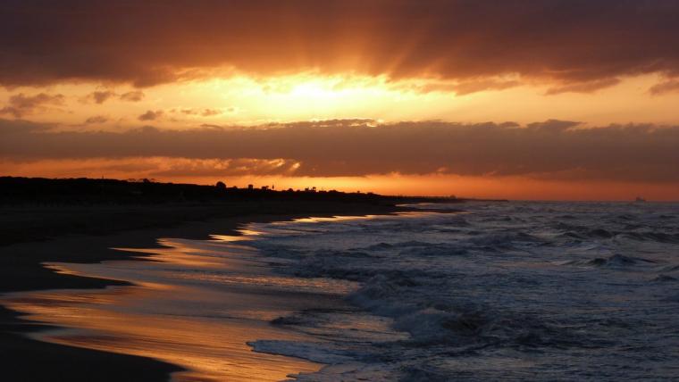Sortida de sol amb núvols baixos a Gavà