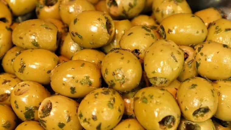 La pasta està elaborada amb olives i pa ratllat no declarat en l'etiquetatge