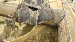Depuradora on s'observen els efectes de llençar tovalloletes al vàter