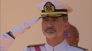 El rei s'ha mostrat visiblement afectat durant l'hissament de la banera espanyola