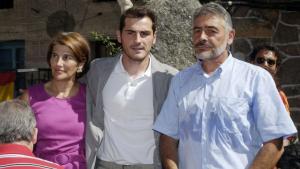 Iker Casillas i els seus pares s'uneixen en els mals moments