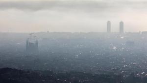 Imatge d'un dia amb molta contaminació a Barcelona