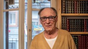 La trista història d'en Pepito: 'L'home dels ocells' de 83 anys que volen fer fora de casa