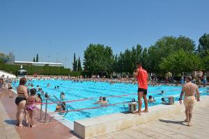 Les piscines municipals de molts municipis obren gratuïtament per l'onada de calor