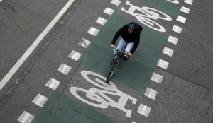 Una de les solucions a la contaminació és l'augment dels carrils bici