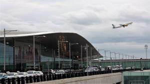 Dos detinguts per robar una motxilla amb objectes valorats en 237.000 € a l'aeroport del Pra