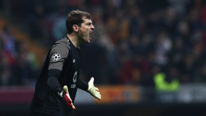Iker Casillas durant un partit amb l'Oporto