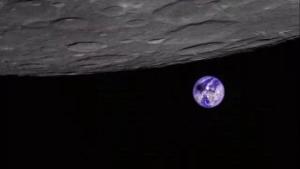 Imatge de l'eclipsi total de Sol vist des de la Lluna