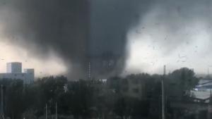 Imagen del potente tornado en China