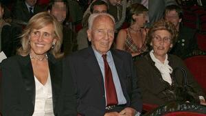 Mercedes Milà amb el seu pare, José Luis Milà, i la seva mare, Mercedes Mencos
