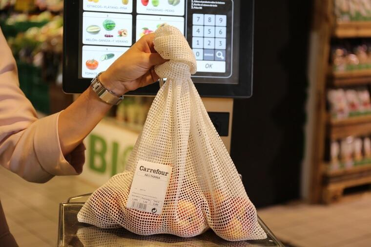 Carrefour ofereix alles de cotó als seus clients com a alternativa a les bosses de plàstic