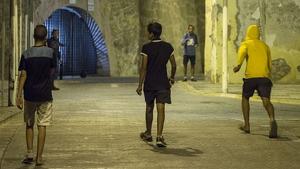 Els veïns de Sant Martí asseguren que la Generalitat hi vol construir un centre per a MENA