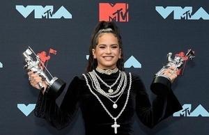 Molts usuaris de Twitter posen en dubte que la cantant sigui llatina