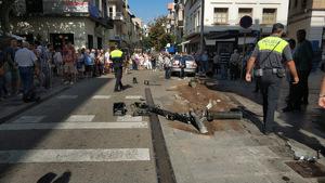 Pla general de com ha quedat el carrer després de l'accident a Blanes