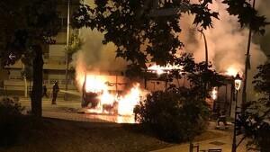 S'incendia un autobús en plena Via Augusta de Barcelona