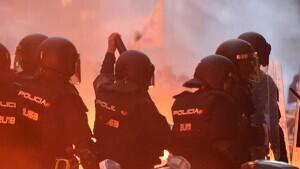 Comencen les càrregues i els trets de pilotes de goma a Girona