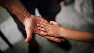 Detingut per abusar de dues germanes de 6 i 9 anys a Martorell